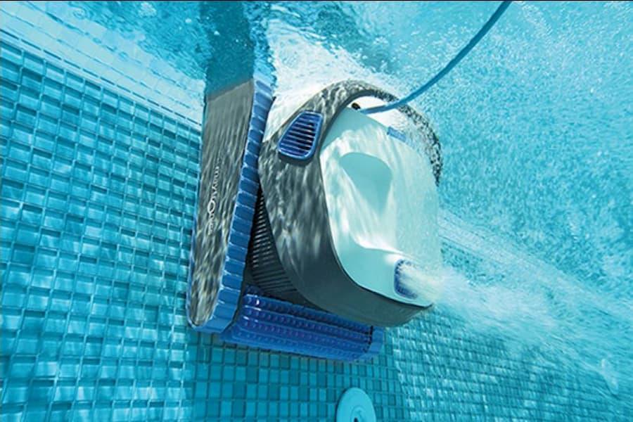 DOLPHIN Robot limpiafondos subiendo por la pared de la piscina robot limpiador piscinas al mejor precio oferta limpiadores de suelo y paredes piscina www.comprarobot.com